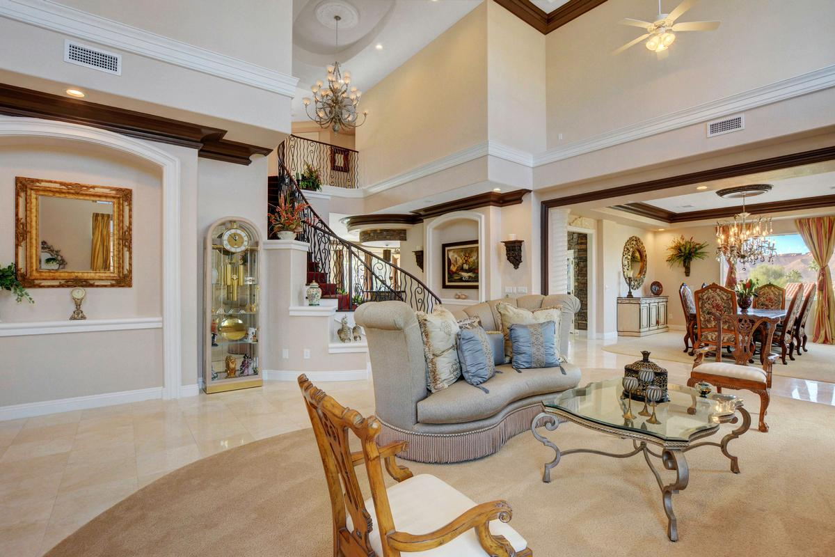 Luxury homes Traditional Elegance in SouthShore