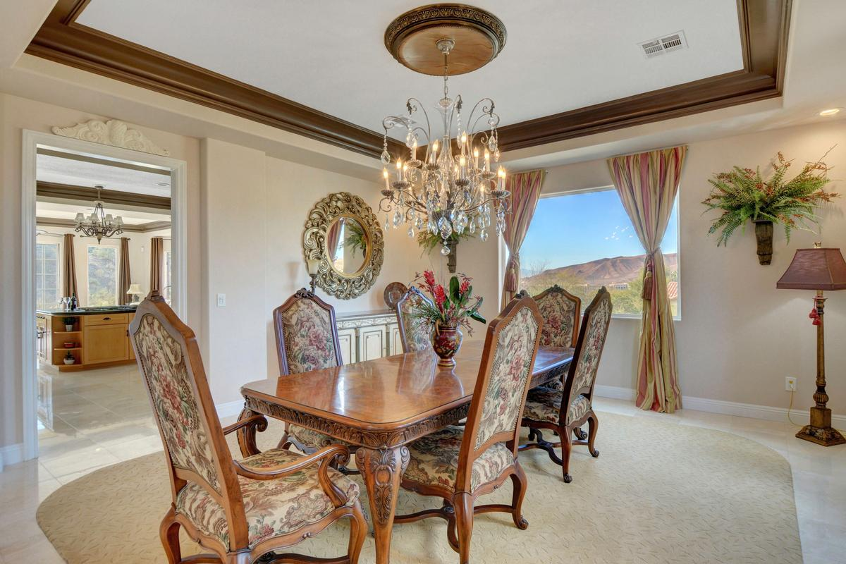 Luxury real estate Traditional Elegance in SouthShore