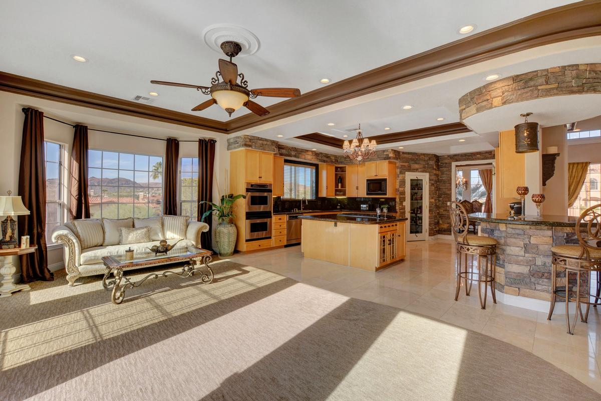 Luxury properties Traditional Elegance in SouthShore