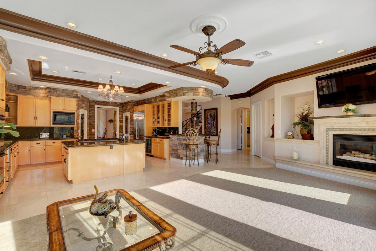 Mansions Traditional Elegance in SouthShore