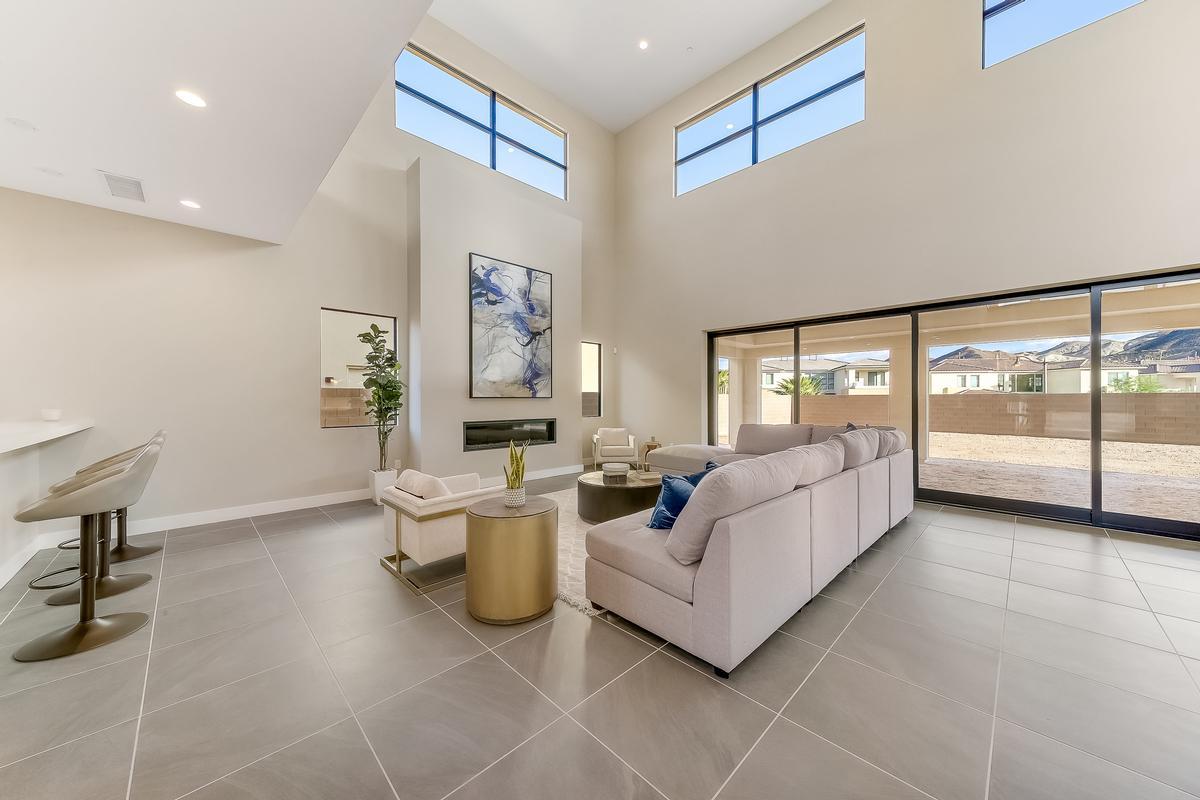 Luxury homes MODERN LUXURY IN LAKE LAS VEGAS