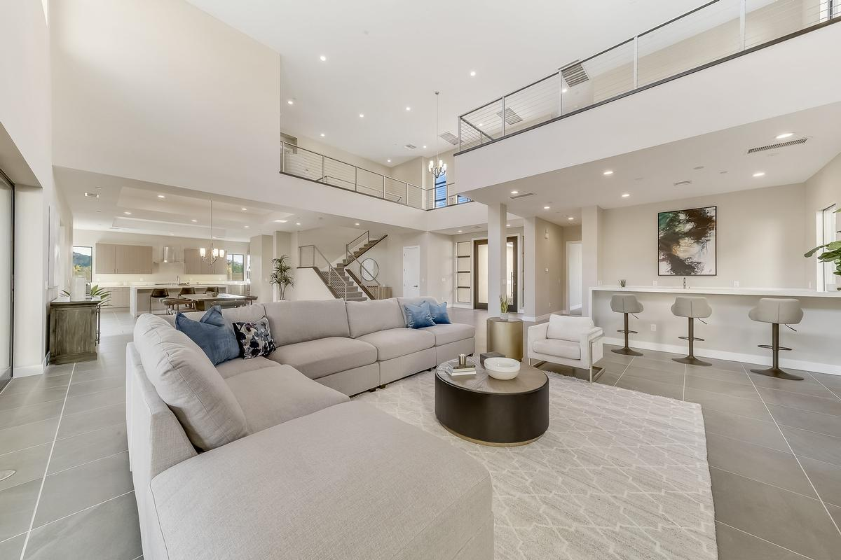 Luxury real estate MODERN LUXURY IN LAKE LAS VEGAS