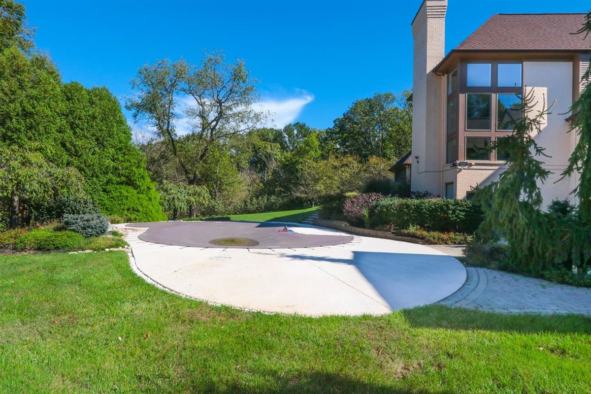 Luxury homes Beautiful Contemporary on Four private acres