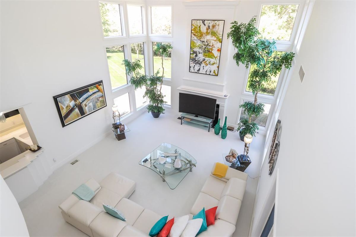 Luxury properties Beautiful Contemporary on Four private acres