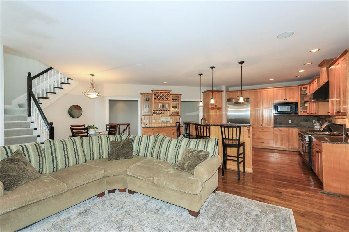 spacious home in Great location mansions
