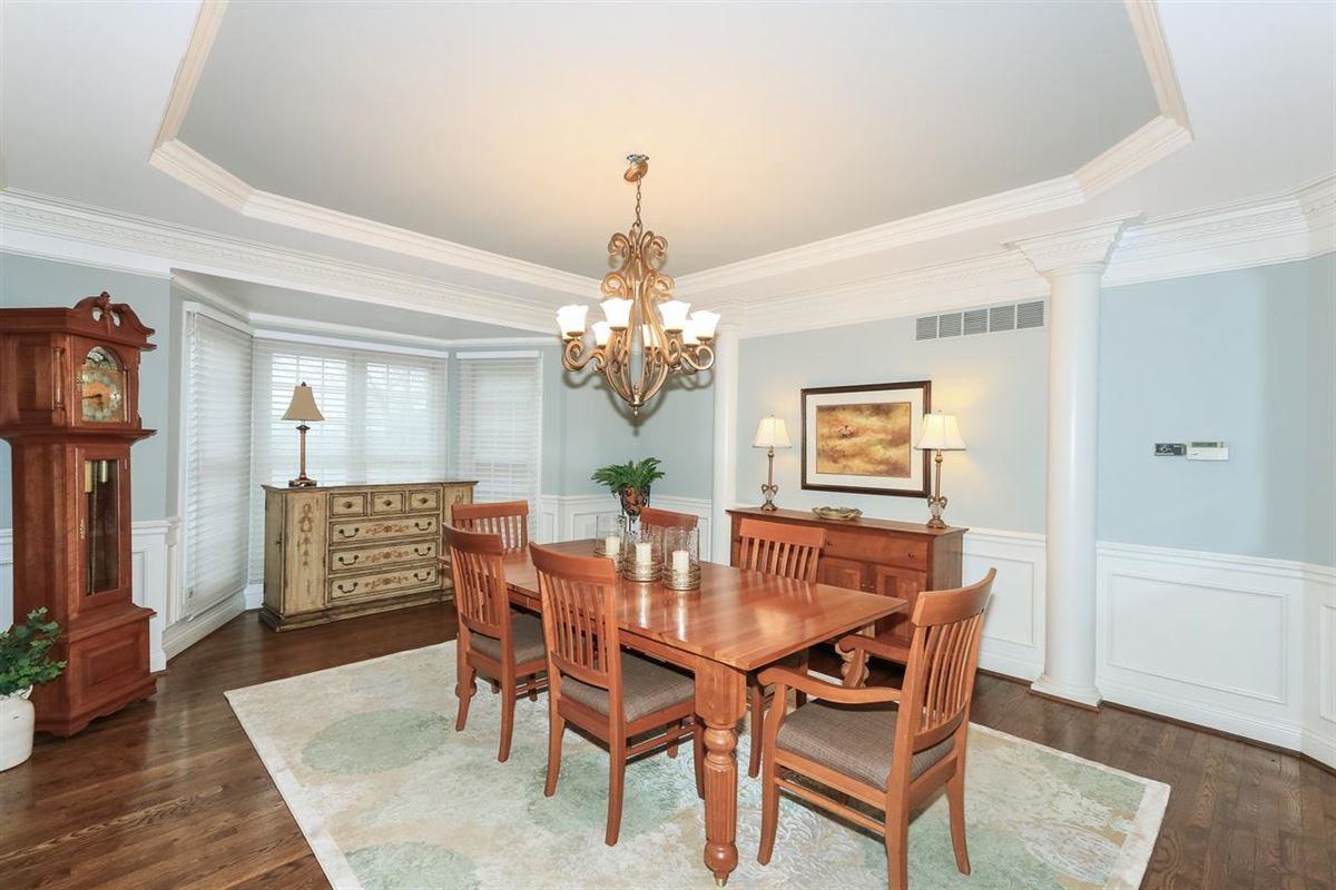 Luxury homes in spacious home in Great location
