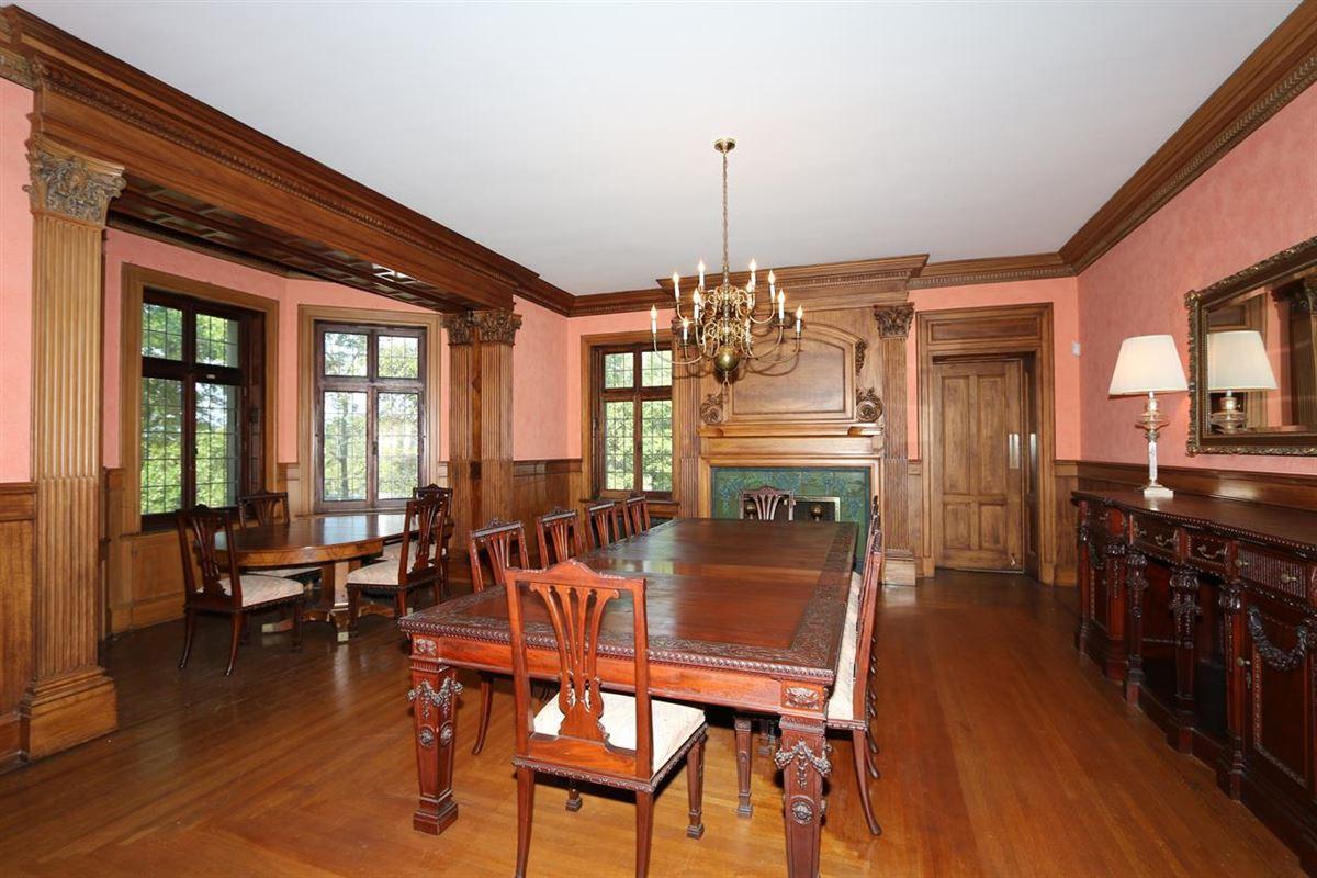 One of Cincinnatis Great Estates mansions