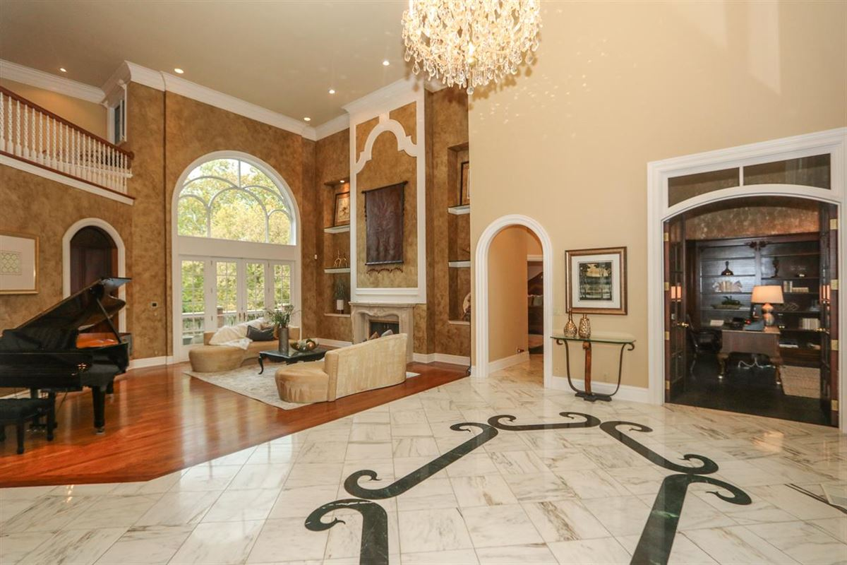 Luxury real estate A BEAUTIFUL HERITAGE CLUB HOME