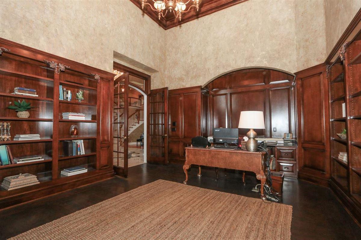 Beautiful Heritage Club Home luxury properties