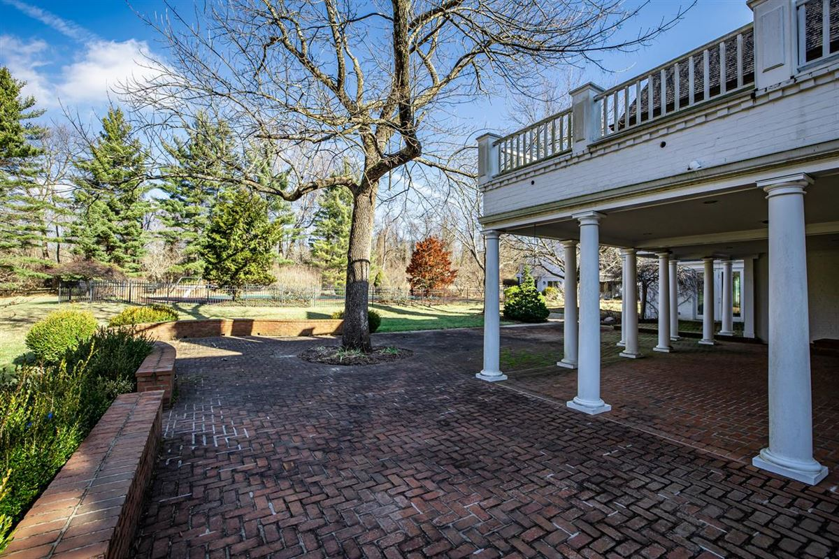 Luxury real estate 27 acre property in indian hill