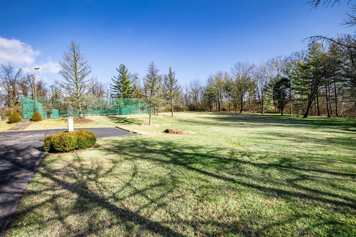 Luxury properties 27 acre property in indian hill