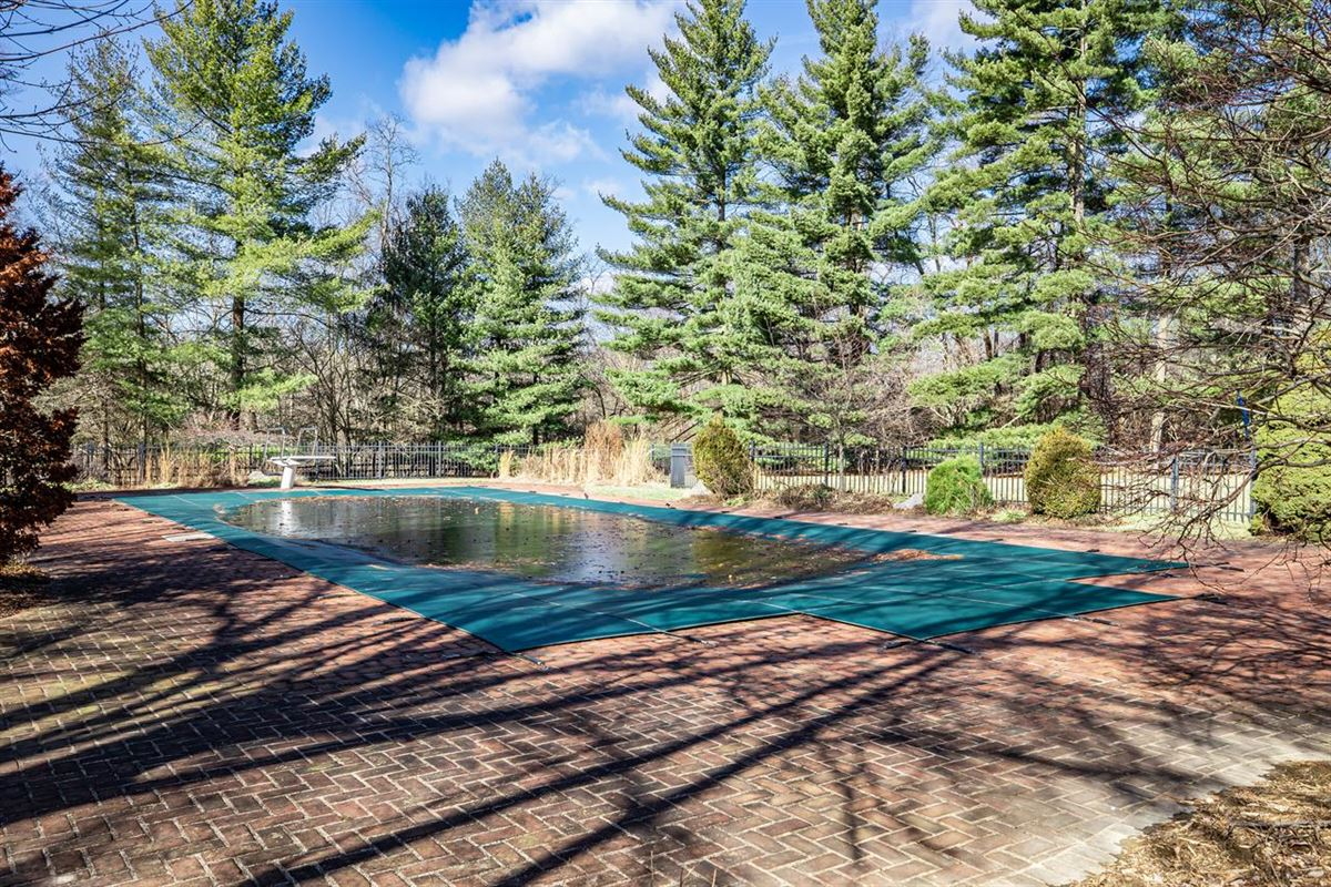 Mansions 27 acre property in indian hill