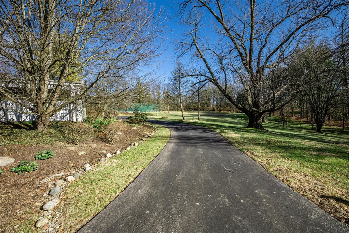 Luxury homes 27 acre property in indian hill