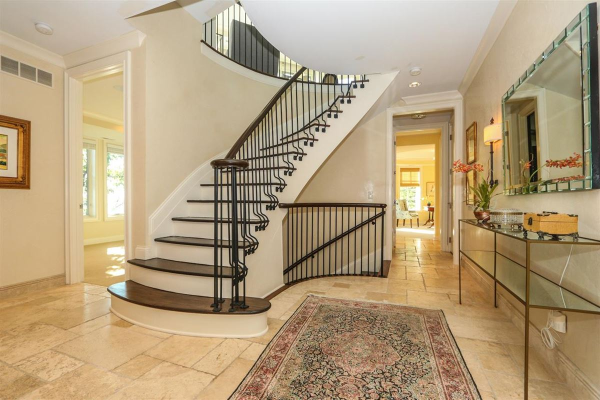 Luxury homes Stunning Panoramic River, City and Park views