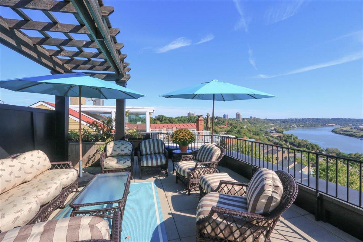 Luxury properties Stunning Panoramic River, City and Park views