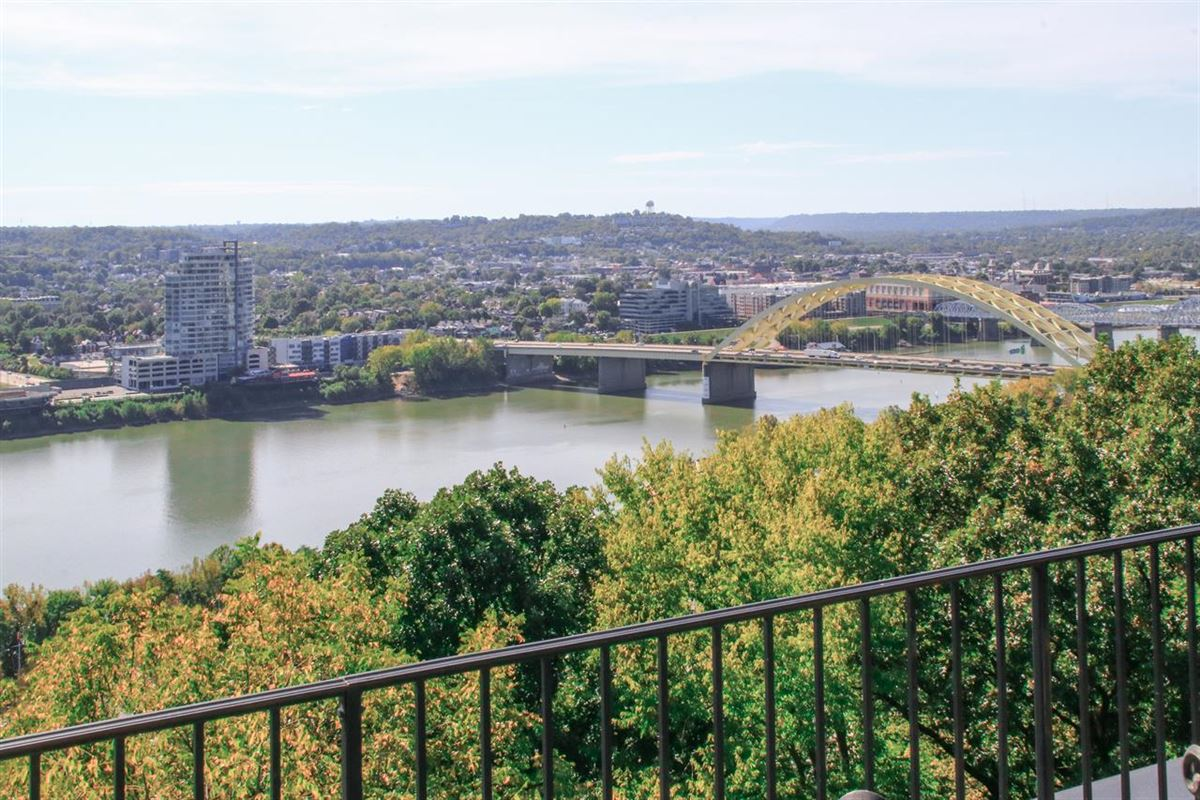 Luxury homes in Stunning Panoramic River, City and Park views