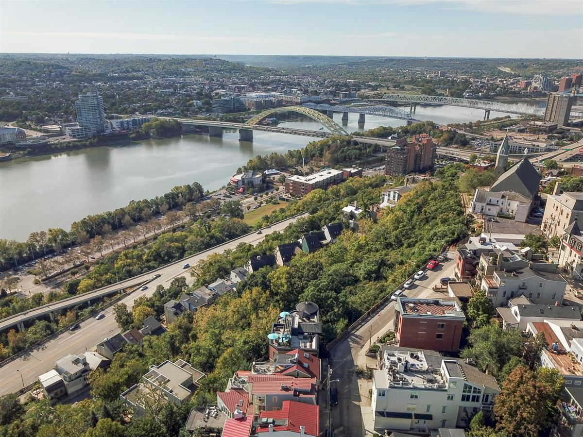 Stunning Panoramic River, City and Park views luxury homes