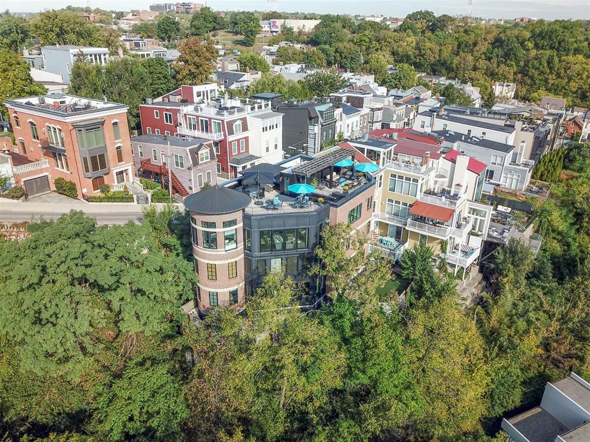 Luxury real estate Stunning Panoramic River, City and Park views