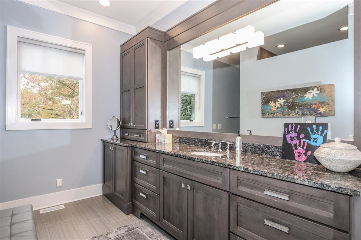 Luxury homes Amazing Transitional with custom amenities