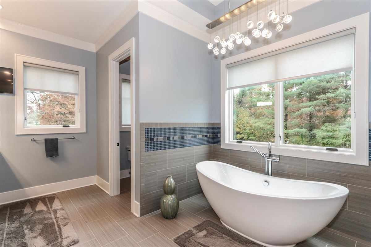 Amazing Transitional with custom amenities luxury homes
