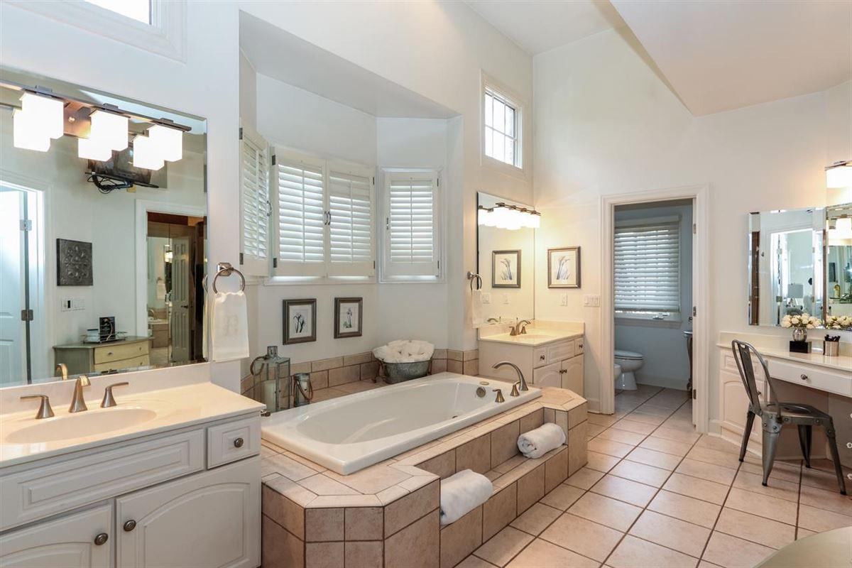 Luxury homes Exquisite quiet home