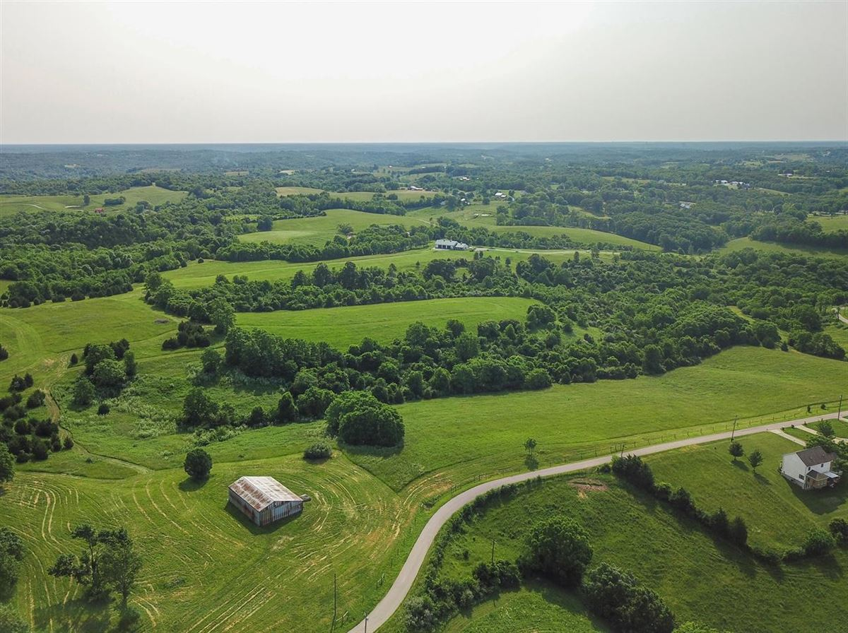 Luxury homes Paradise awaits just 20 minutes to Cinti on over 105 acres