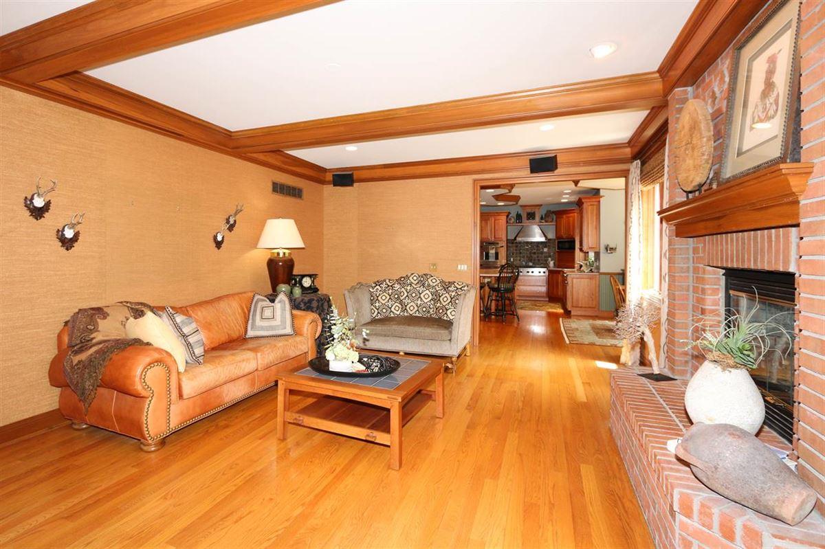 Luxury properties Spectacular custom-built home on quiet cul-de-sac street