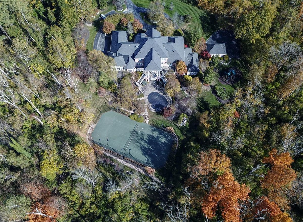 Luxury homes Opulent and Luxurious  Living on Over Five Acres