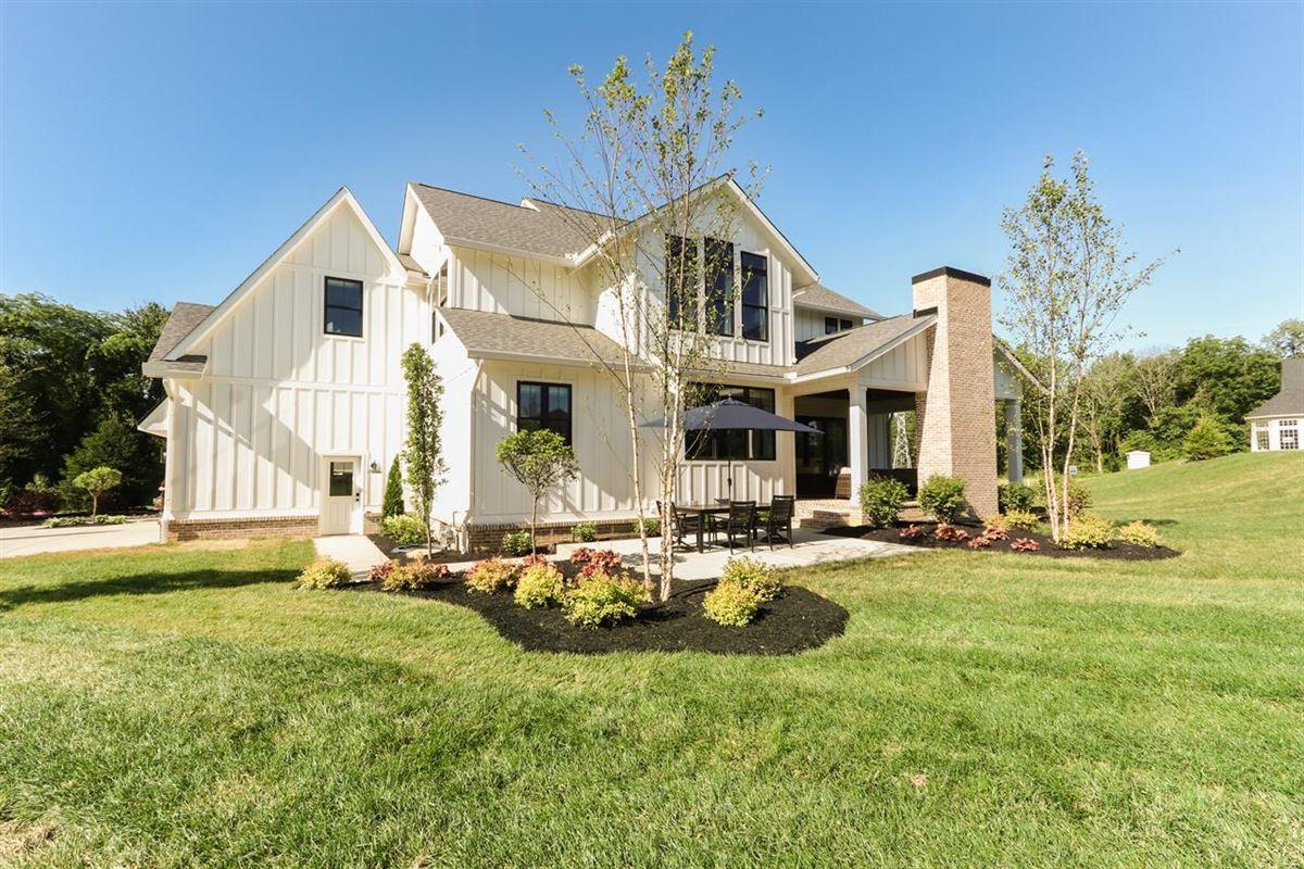 Mansions in an urban farmhouse
