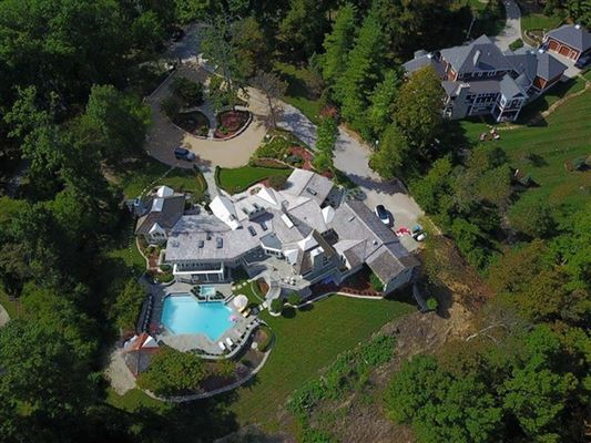Luxury homes Stunning ranch on very private three acres