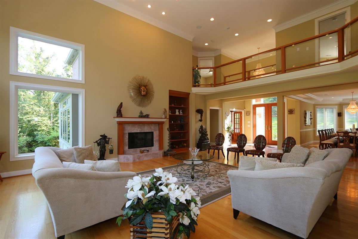 Pristine transitional home luxury homes