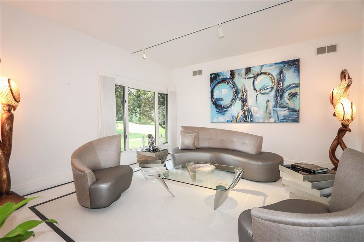 Luxury homes Spacious contemporary on four private acres