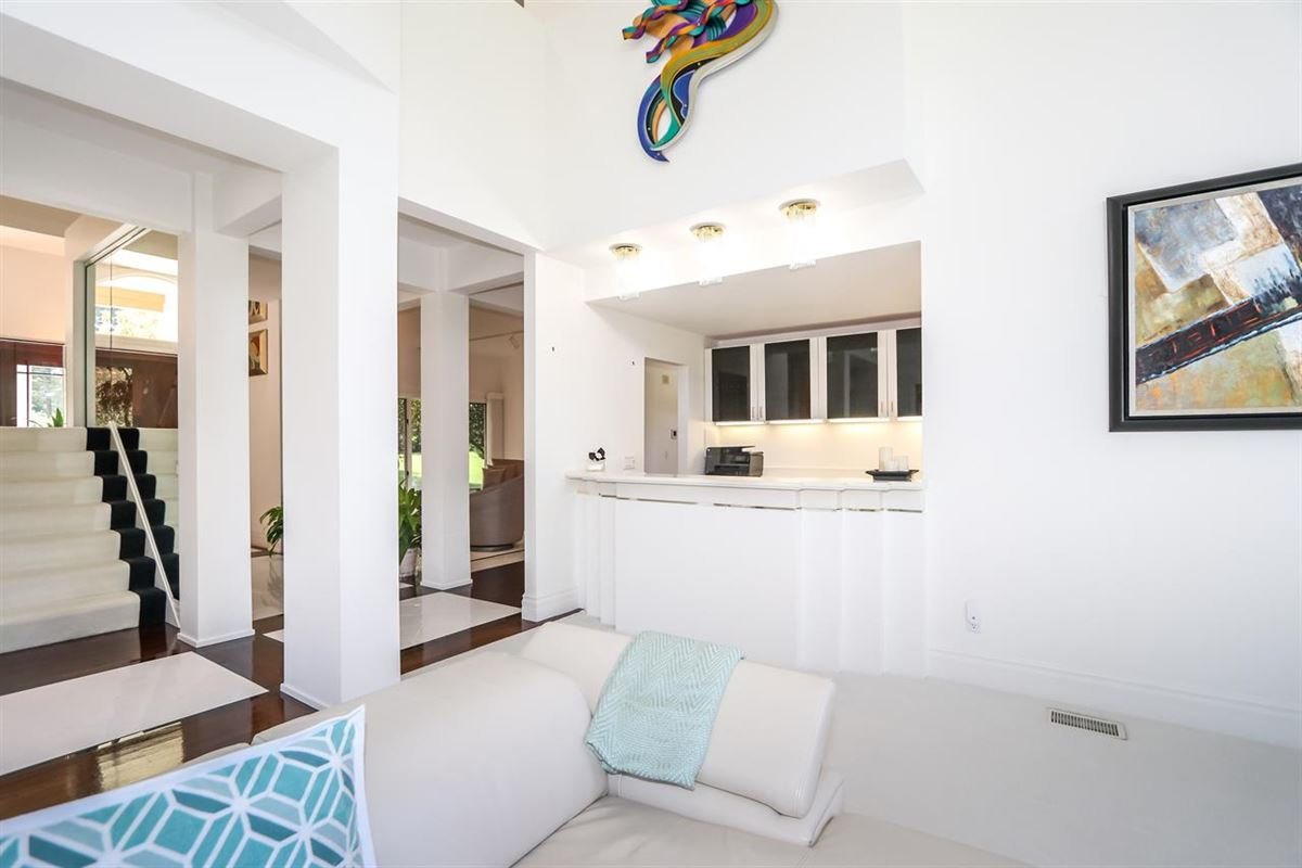 Spacious contemporary on four private acres luxury properties