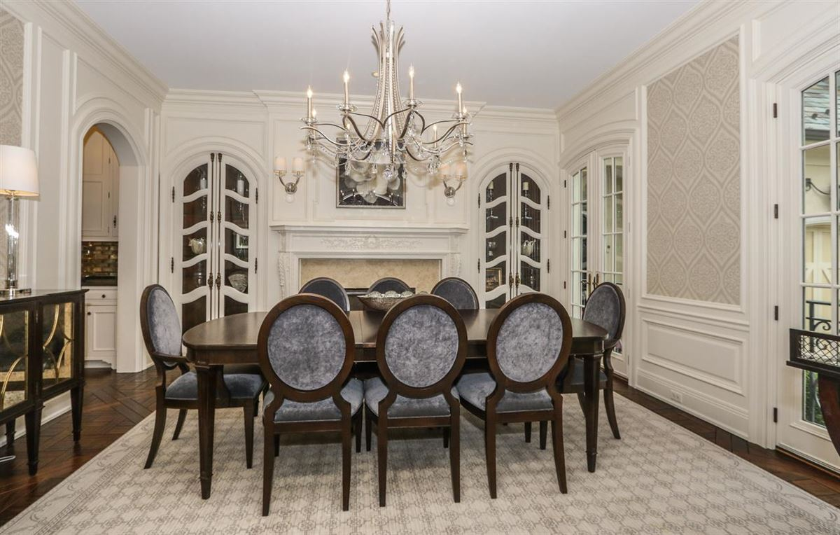 a Hyde Park jewel In Ohio luxury homes