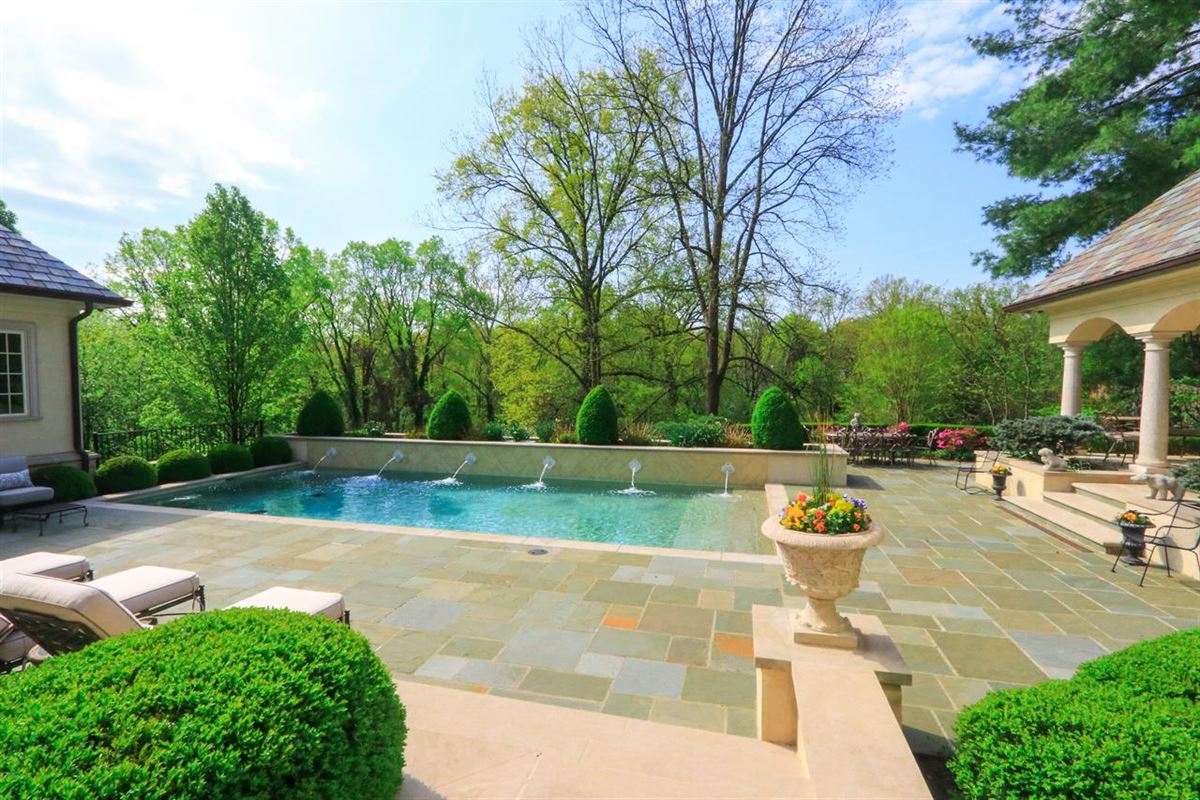 Luxury homes  a Hyde Park jewel In Ohio