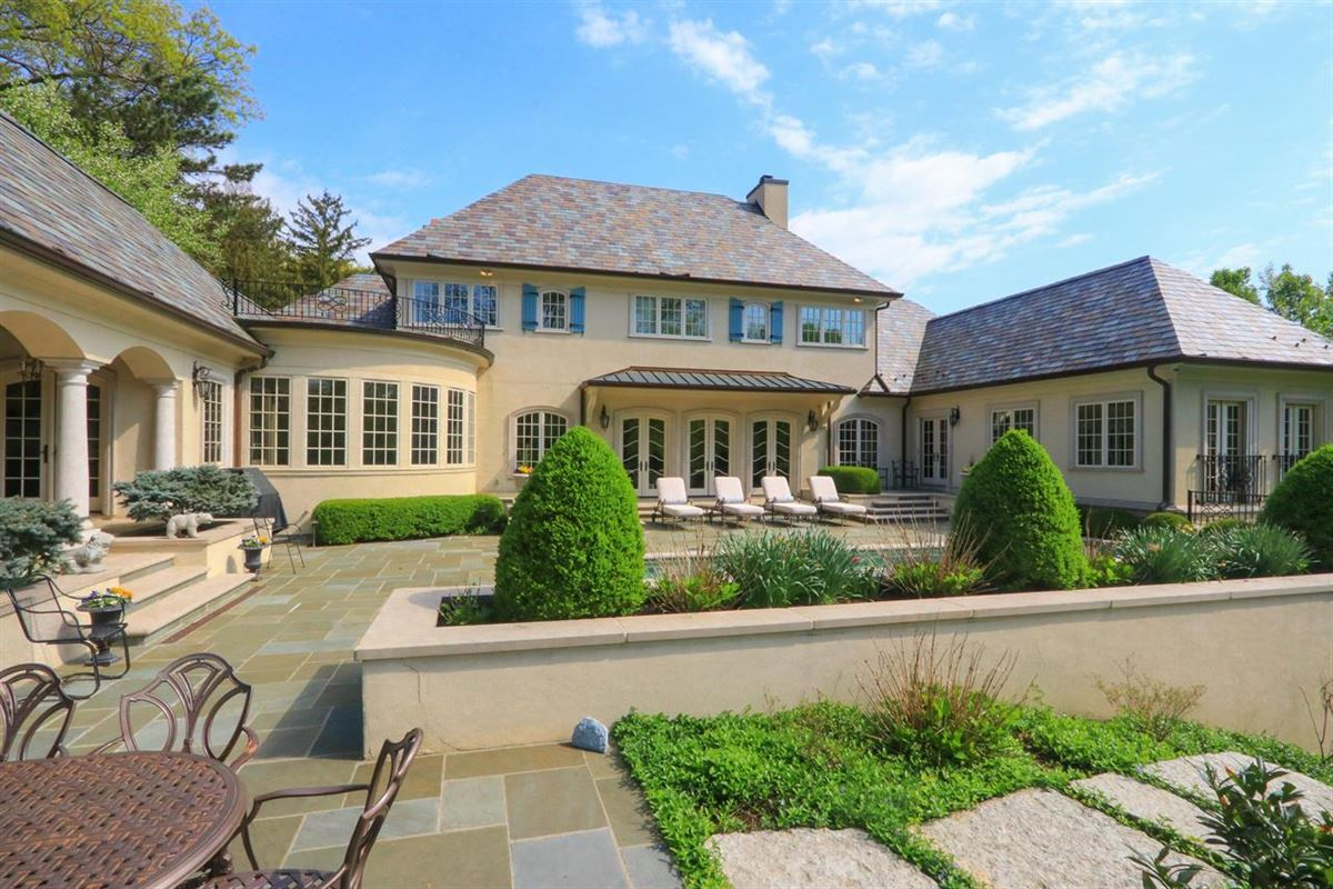 Luxury homes in  a Hyde Park jewel In Ohio