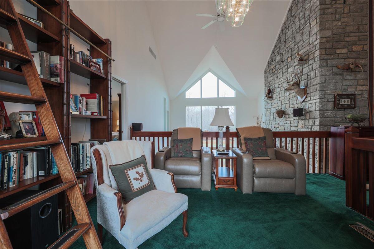 Luxury homes 52 Private Acres