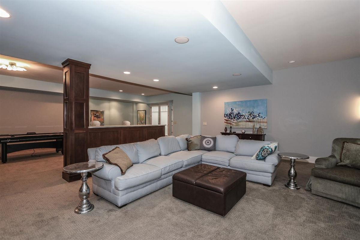 Amazing Transitional home with custom amenities luxury properties
