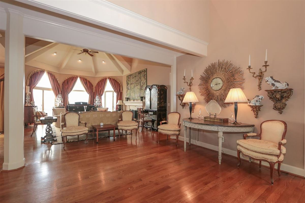 Luxury properties Panoramic Views with Unbelievable Sunsets