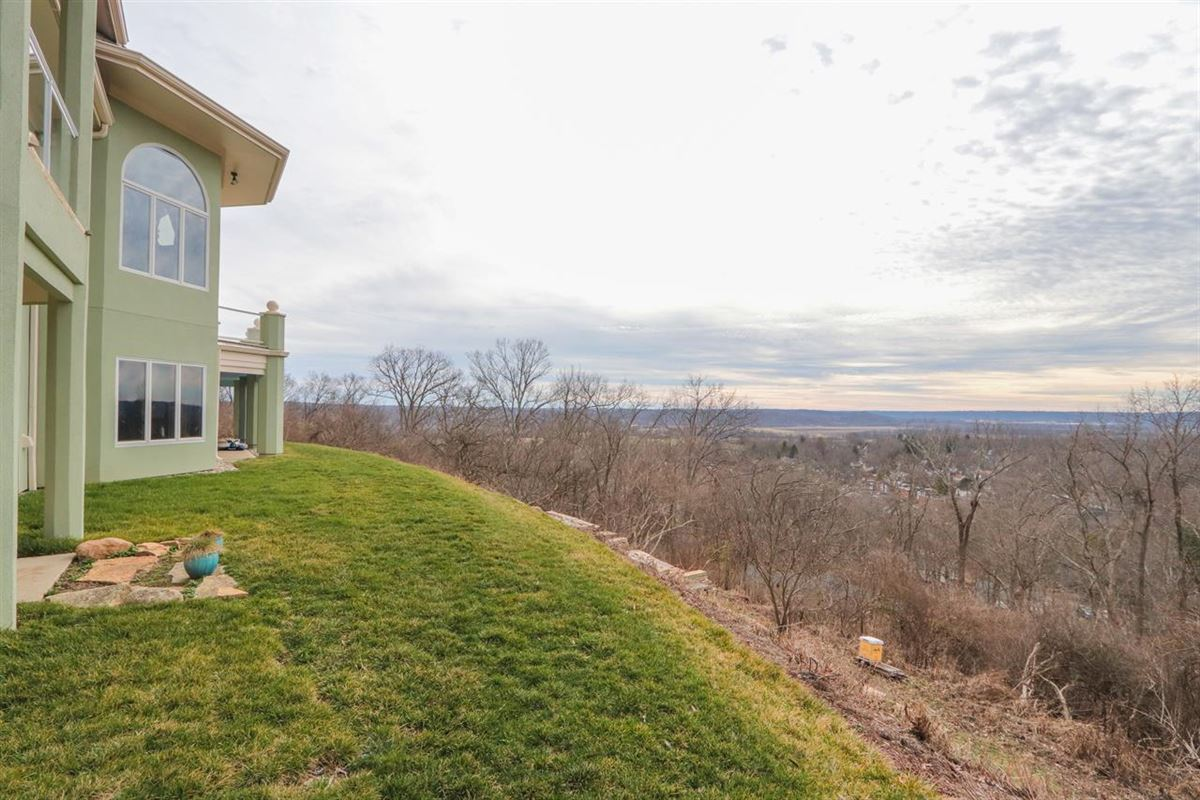 Luxury homes Panoramic Views with Unbelievable Sunsets