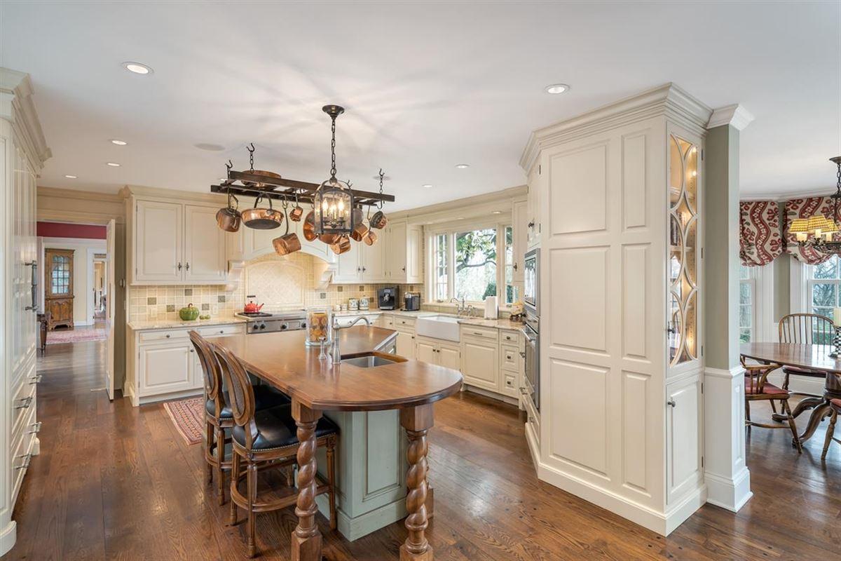 Beautiful estate home luxury homes