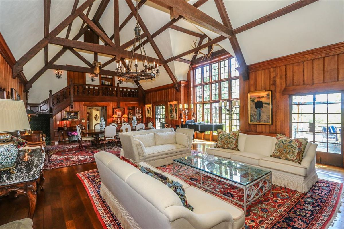 Luxury real estate Trophy lodge with sweeping valley views
