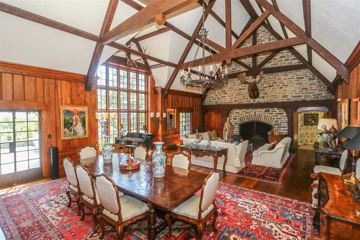 Luxury properties Trophy lodge with sweeping valley views