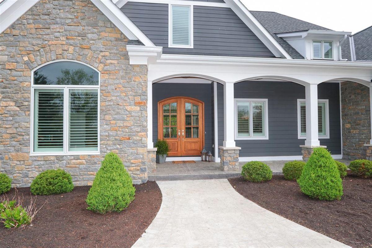 Luxury homes STUNNING TRANSITIONAL.