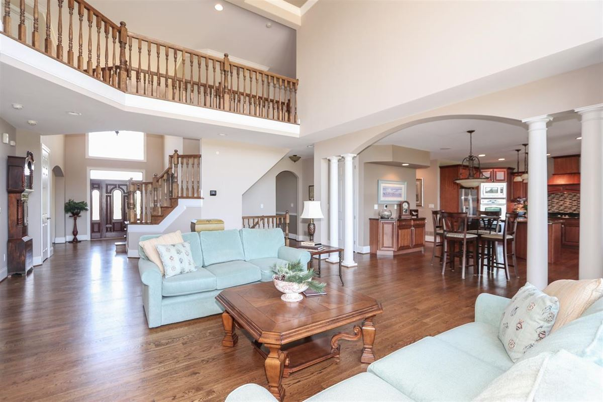 Luxury properties Beautiful, Custom Home on 14+ Acres