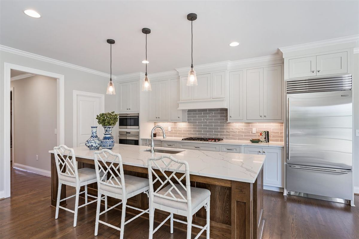 Luxury homes immaculate open plan custom home