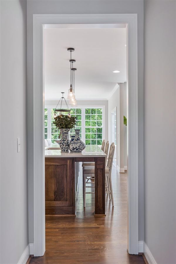 Luxury homes in immaculate open plan custom home