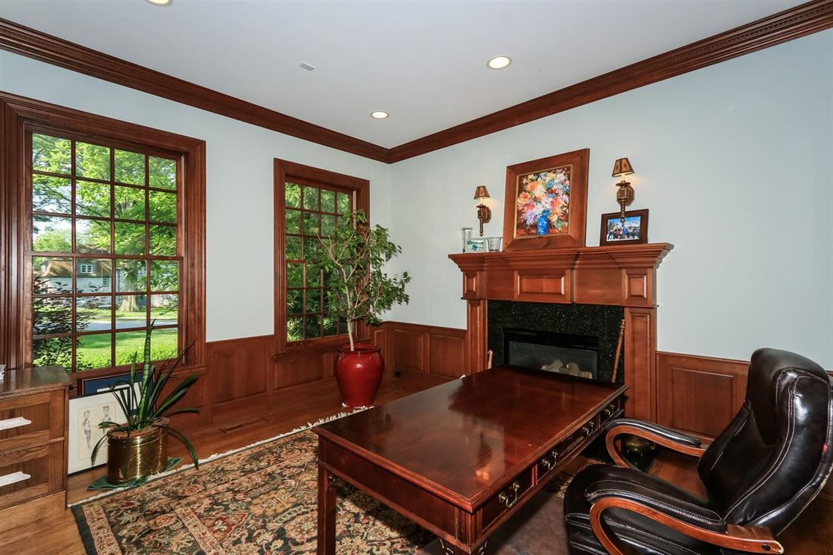 Luxury real estate Excellent Hyde Park location