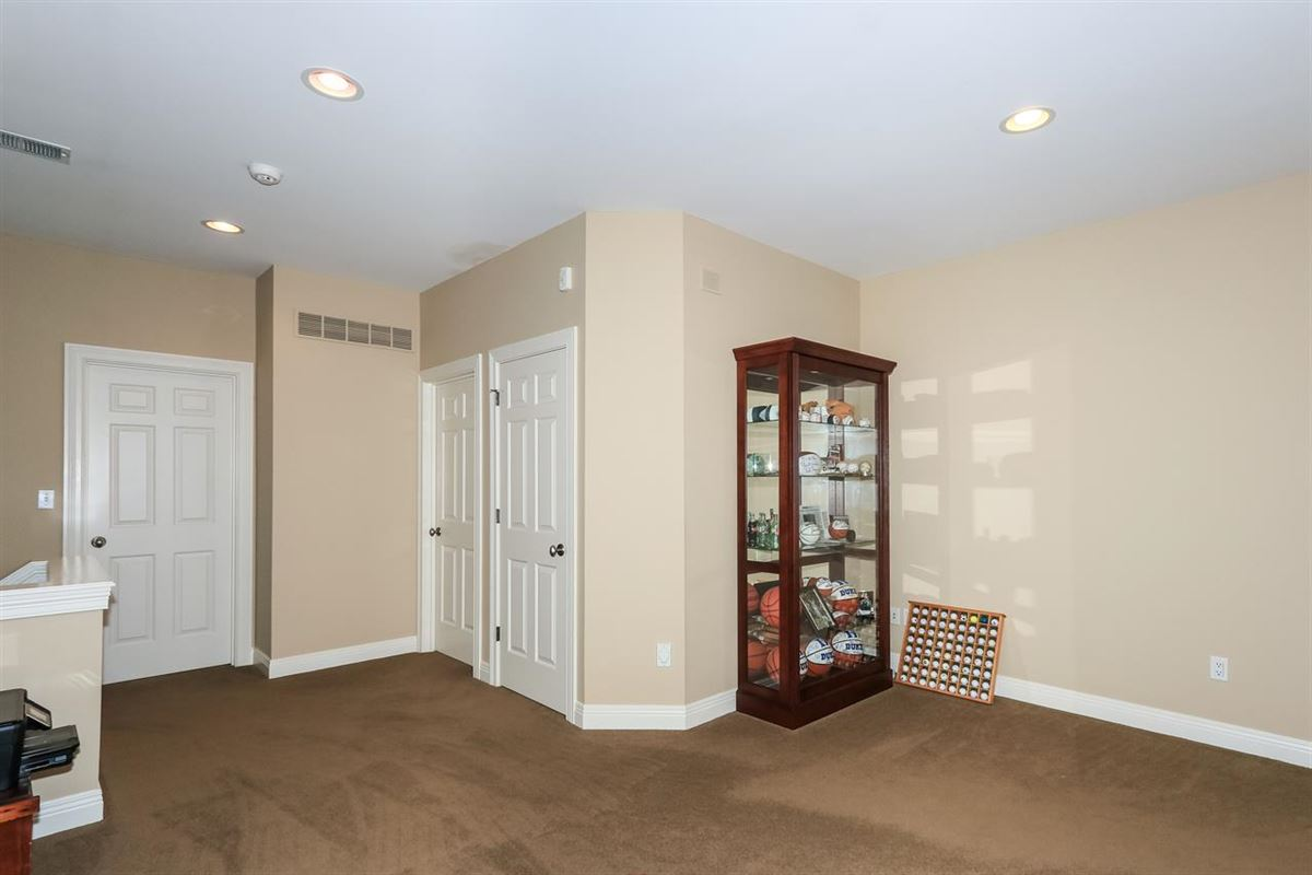 Excellent Hyde Park location luxury real estate