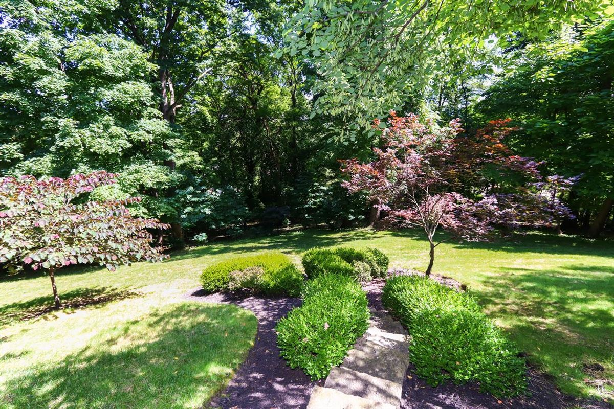 Mansions in Excellent Hyde Park location